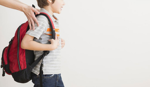 Συμβουλές για να μην πονάει η πλάτη των παιδιών από την σχολική τσάντα